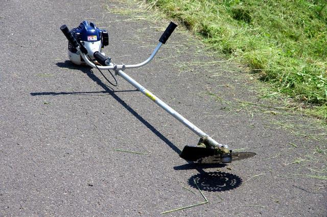 【草刈り機・刃交換】方法・手順・使い方、メリットデメリットなどについて