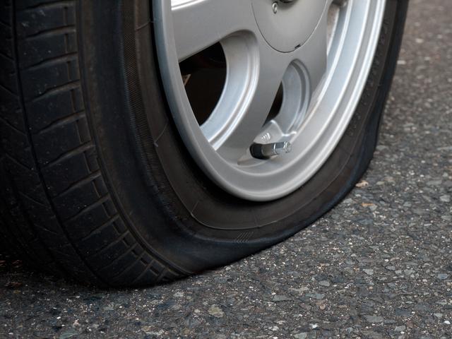 自動車パンク修理の方法・やり方・手順や使い方