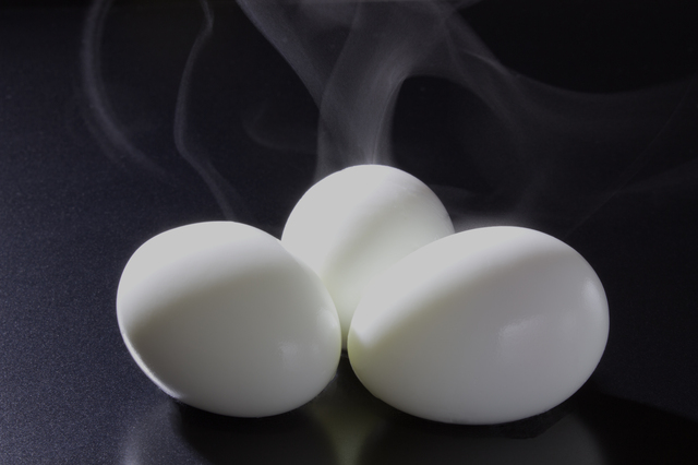 ゆで卵の殻を簡単に剥く方法・やり方・手順や使い方・流れなどについて