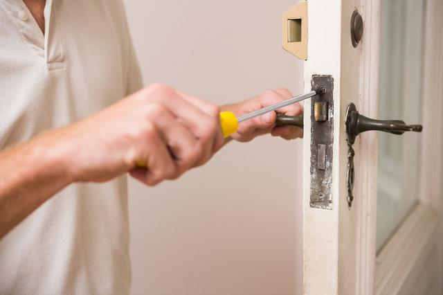 ドア修理の方法・やり方・手順や使い方・流れなどについて