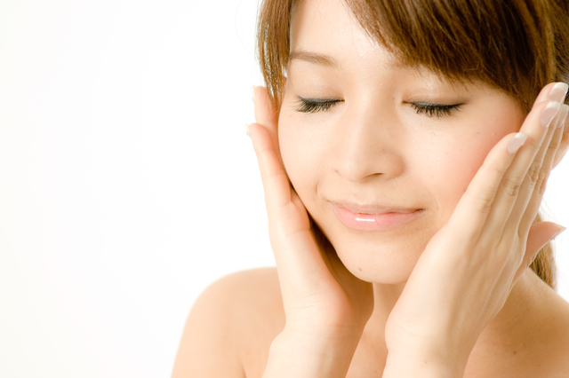 顔マッサージの方法・やり方・手順や使い方・流れなどについて